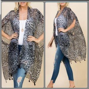 Tops - 🖤Just In🖤Gray Animal Print Kimono/Shrug